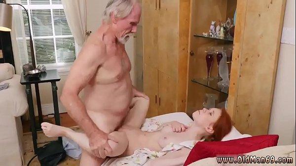Kakek ngentot cucunya masih kuat